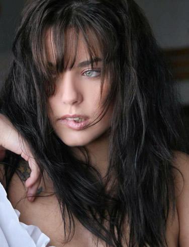 Model Yara Deserbelle