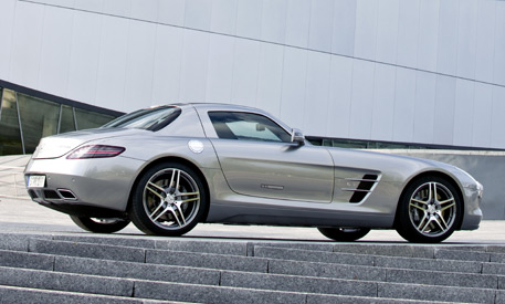 Gullwing Mercedes Benz SLS AMG