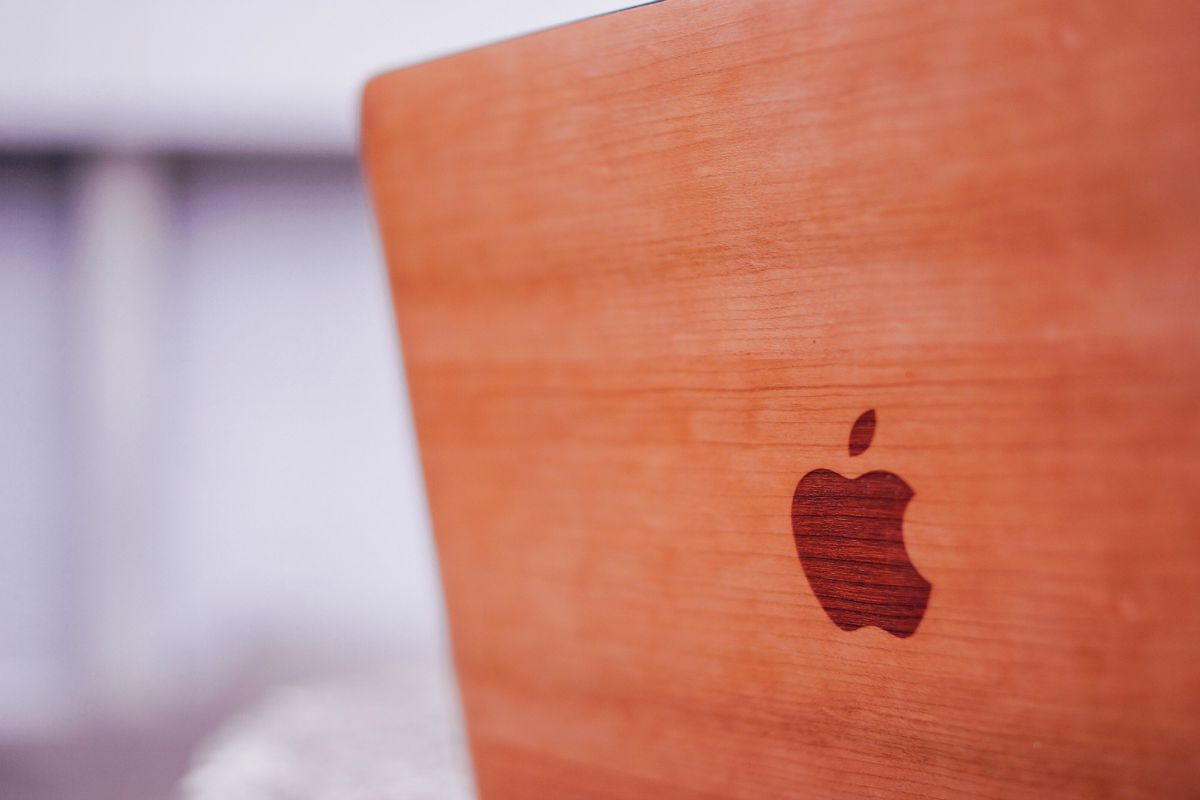 glitty-wooden-macbook-covers-cherry