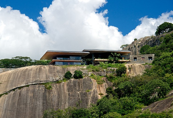 gota-dam-house-zimbabwe-1
