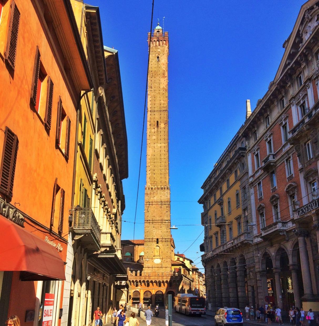 bologna-italy-city-guide-due-torri