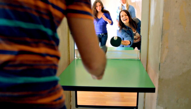 space-saving-ideas-urban-living-ping-pong-table-door