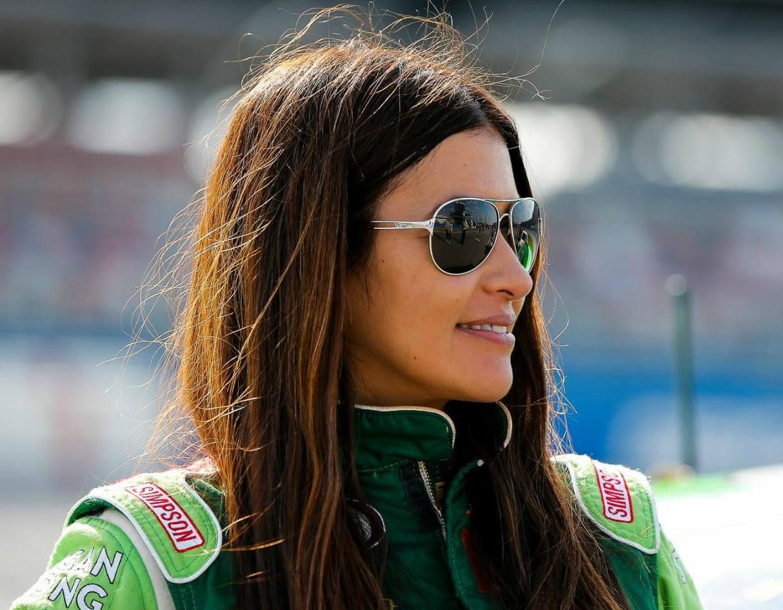 hottest-women-motorsport-leilani-munter