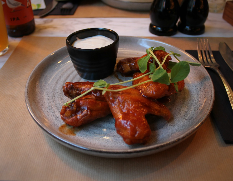 gourmet-bar-kitchen-review-novotel-london-bridge-wings