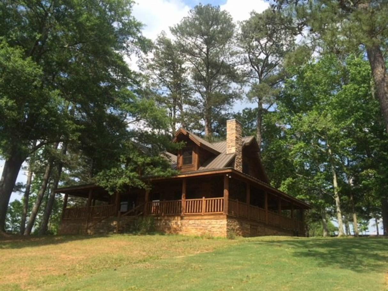 tony-stark-iron-man-cabin-avengers-endgame-airbnb-2
