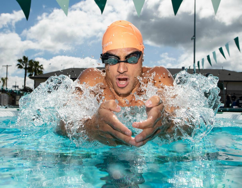 form-swim-goggles-ar-display-3