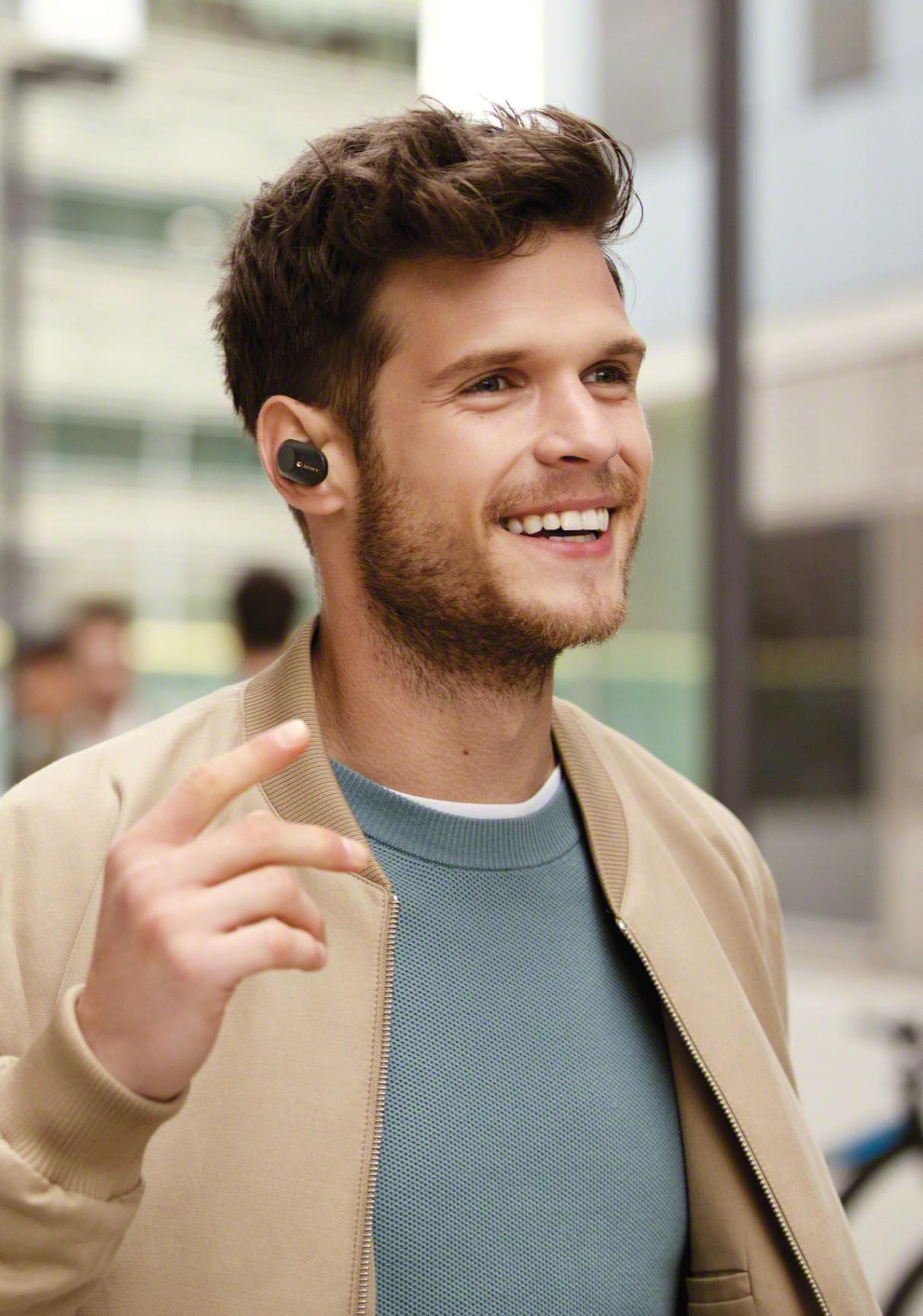 sony-wf-1000xm3-earphones-lifestyle-2