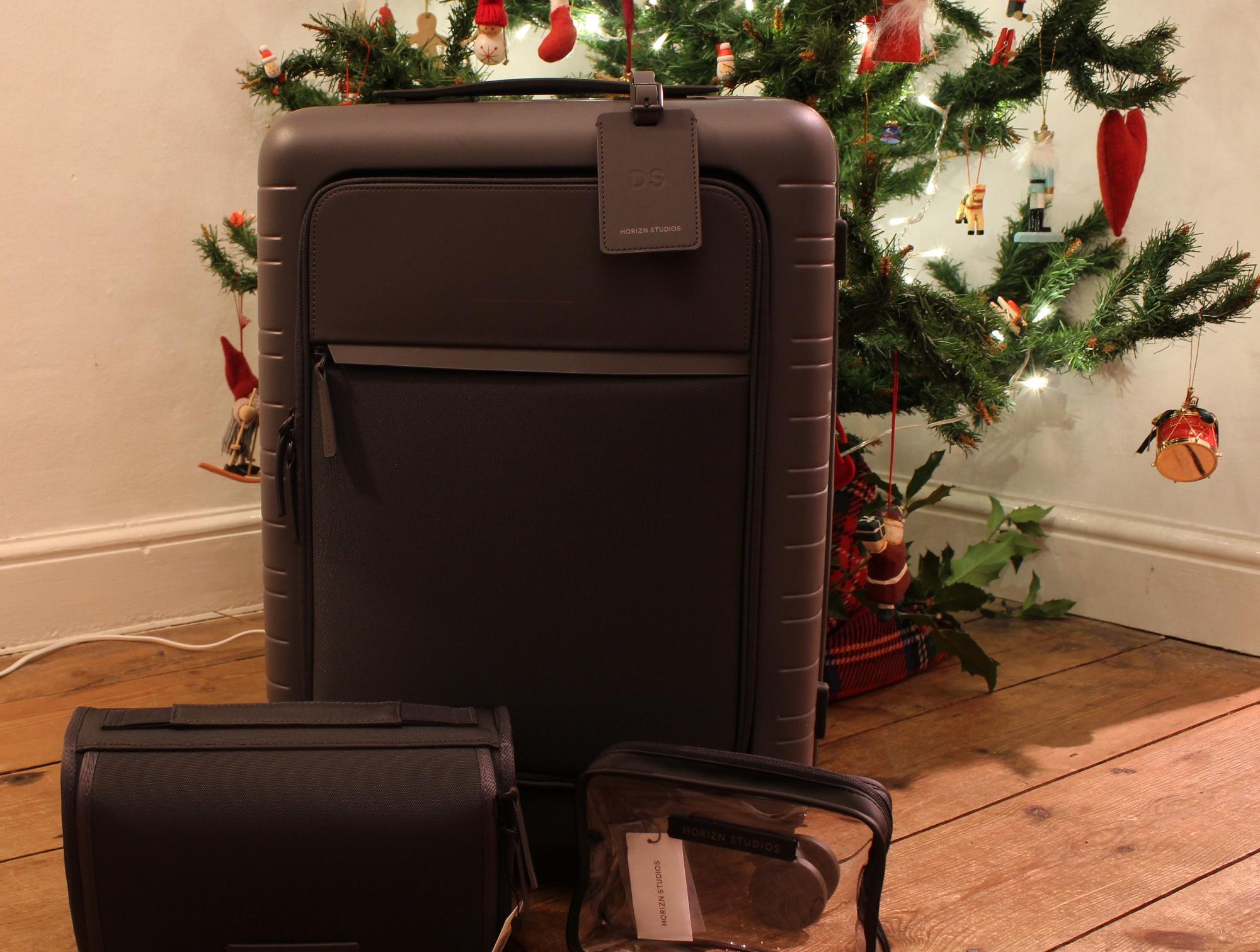 horizn-studios-m5-suitcase