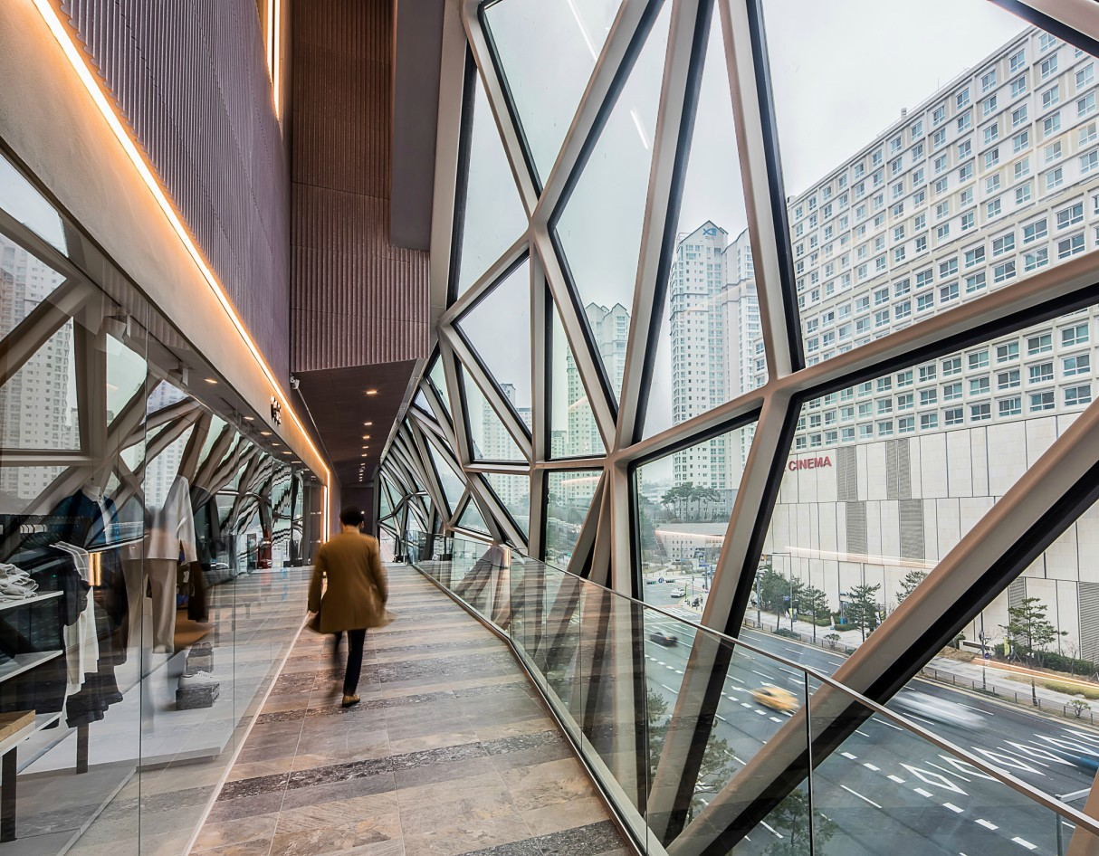 OMA Completes Multi-Faceted Glass Department Store in South Korea 4